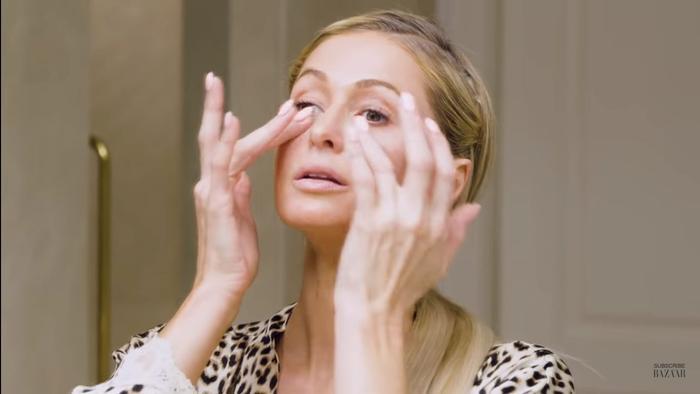 Tất tần tật các bước skincare ban đêm để trẻ mãi không già của 'nữ hoàng tiệc tùng' Paris Hilton ảnh 3