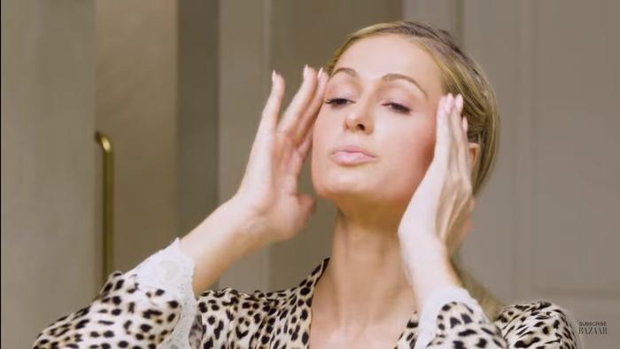 Tất tần tật các bước skincare ban đêm để trẻ mãi không già của 'nữ hoàng tiệc tùng' Paris Hilton ảnh 9