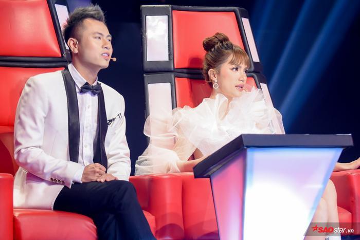 """Tất cả 4 thí sinh được """"cướp"""" của đội Hương Giang - Dương Cầm đều được gọi tên lên sân khấu Thách đấu ngay đêm thi đầu tiên."""