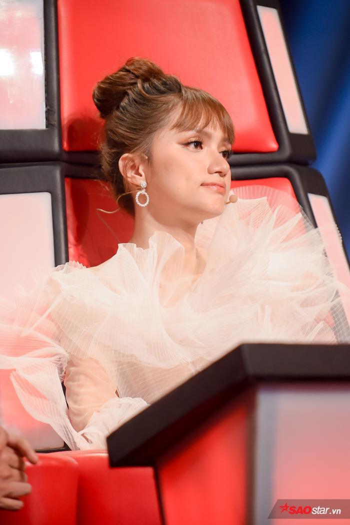 Giận đến nghẹn lời, Hương Giang nghiêm khắc thức tỉnh học trò The Voice Kids thiếu tự tin ảnh 8