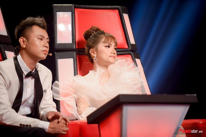 Giận đến nghẹn lời, Hương Giang nghiêm khắc thức tỉnh học trò The Voice Kids thiếu tự tin ảnh 2