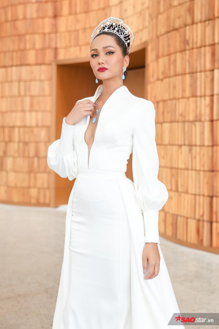 HHen Niê: Tôi bị não cá vàng nên sẽ là Host nhạt nhẽo tại Miss Universe Vietnam 2019 ảnh 4