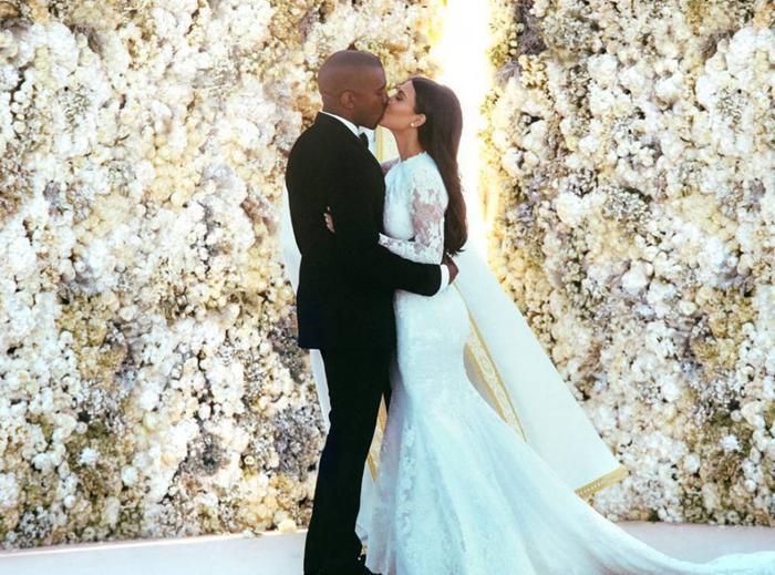 Đám cưới lần hai của cô Kim là với anh chàng Kanye West. Cả hai đã kết hôn vào năm 2014 với chi phí đám cưới là 3 triệu USD. Hiện họ đang sống rất hạnh phúc bên nhau cùng các con.