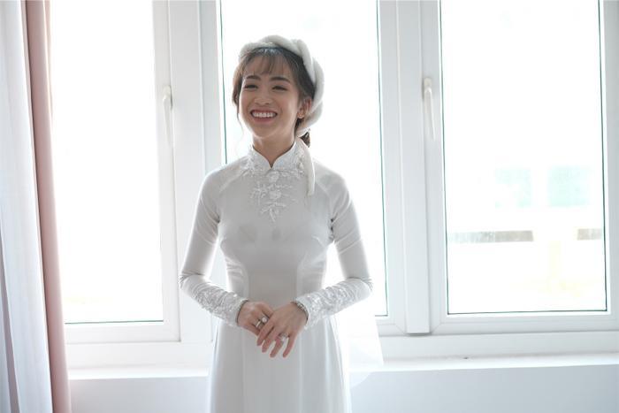 Con gái Minh Nhựa rạng rỡ trong ngày cưới