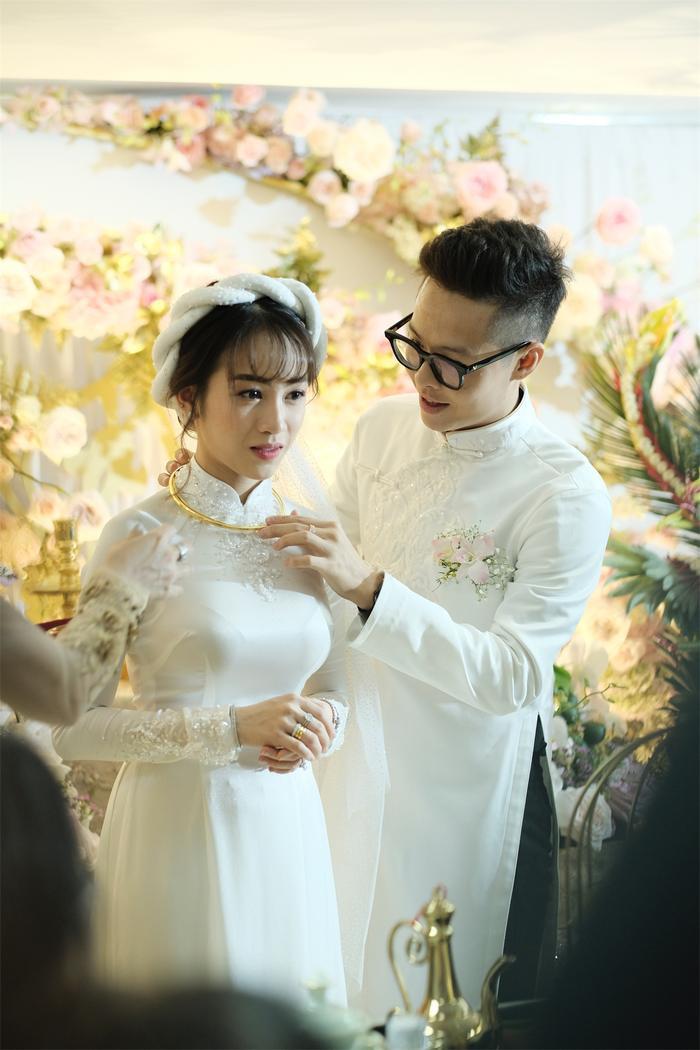 Ái nữ nhà đại gia Minh Nhựa rưng rưng nước mắt khi lên xe hoa về nhà chồng ảnh 19