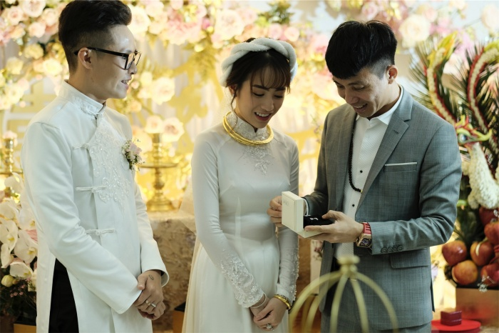 Ái nữ nhà đại gia Minh Nhựa rưng rưng nước mắt khi lên xe hoa về nhà chồng ảnh 28