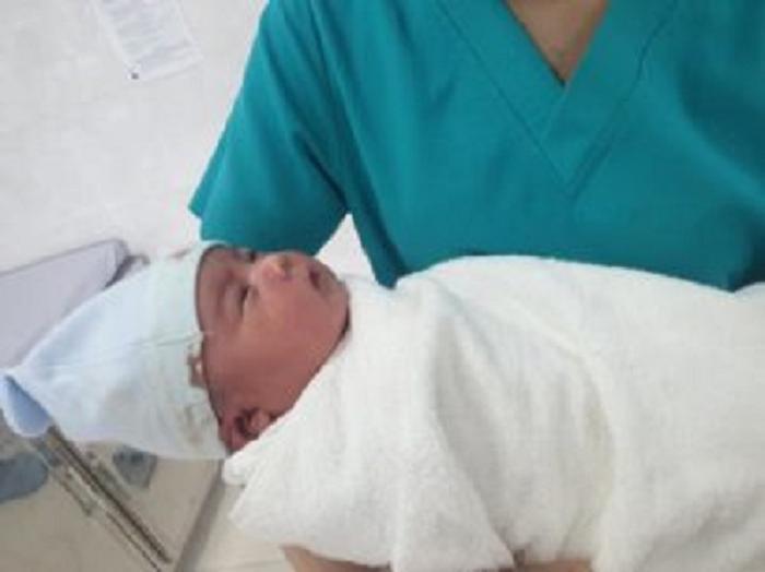 Bé trai nặng 5kg vừa chào đời ở Quảng Ngãi. (Ảnh: VTC News).