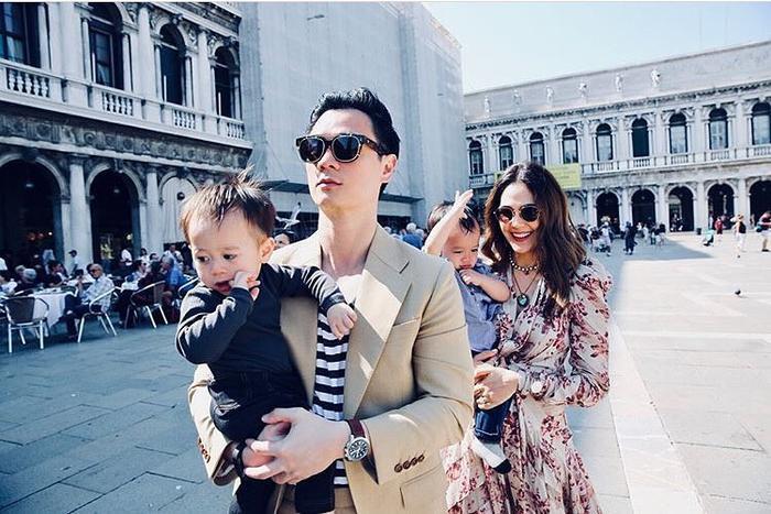 Với người chồng vừa giàu có vừa điển trai và hai cậu con trai xinh như thiên thần, gia đình hạnh phúc của nữ diễn viên luôn khiến bao người phải đỏ mắt ghen tỵ