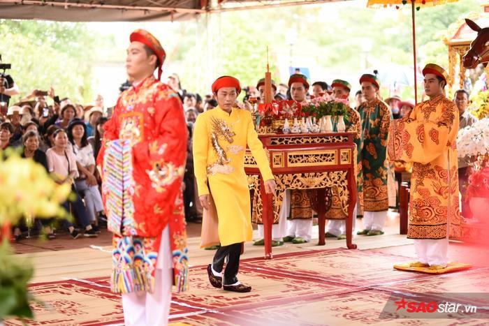 Chí Tài, Cát Phượng, Thúy Nga cùng đông đảo sao Việt tề tựu cúng Tổ tại nhà thờ của Hoài Linh ảnh 16
