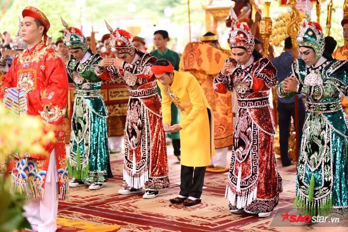 Chí Tài, Cát Phượng, Thúy Nga cùng đông đảo sao Việt tề tựu cúng Tổ tại nhà thờ của Hoài Linh ảnh 18