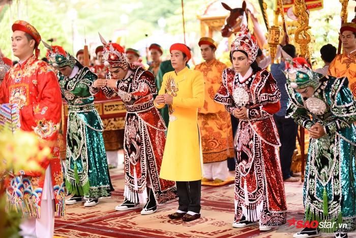 Chí Tài, Cát Phượng, Thúy Nga cùng đông đảo sao Việt tề tựu cúng Tổ tại nhà thờ của Hoài Linh ảnh 19