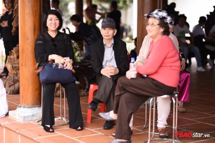 Chí Tài, Cát Phượng, Thúy Nga cùng đông đảo sao Việt tề tựu cúng Tổ tại nhà thờ của Hoài Linh ảnh 14
