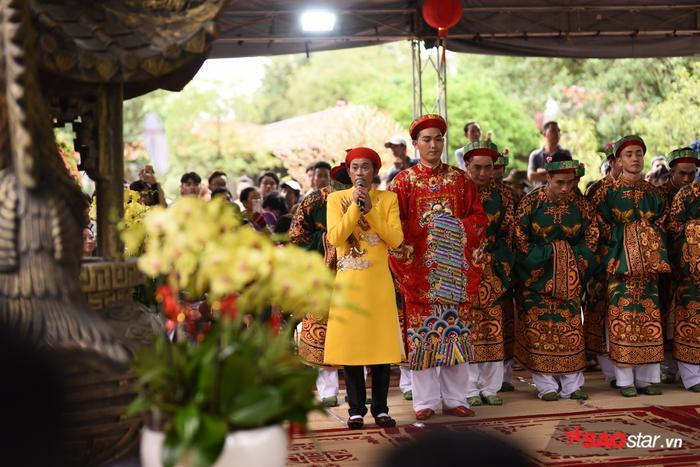 Chí Tài, Cát Phượng, Thúy Nga cùng đông đảo sao Việt tề tựu cúng Tổ tại nhà thờ của Hoài Linh ảnh 20