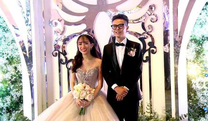Vợ hai của Minh Nhựa thản nhiên đăng clip đập hộp túi Hermes chục tỷ giữa lúc đám cưới của con chồng đang diễn ra ảnh 1