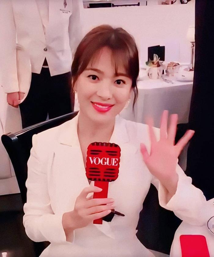 Loạt ảnh đẹp đến ná thở của Song Hye Kyo khi tham dự New York Fashion Week ảnh 4