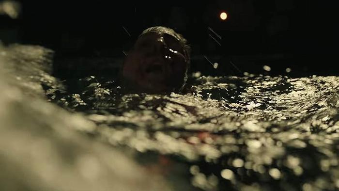 Phân cảnh Adrian Mellon té xuống nước trong bộ phim IT Chapter 2