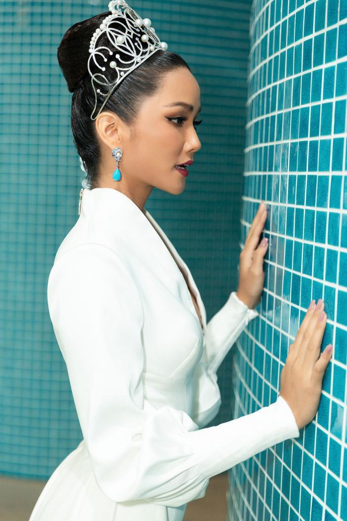 HHen Niê hẹn hò 50 chị em Miss Universe 2018, hứa diện váy xoàng đi Final Walk đỡ tốn tiền ảnh 5