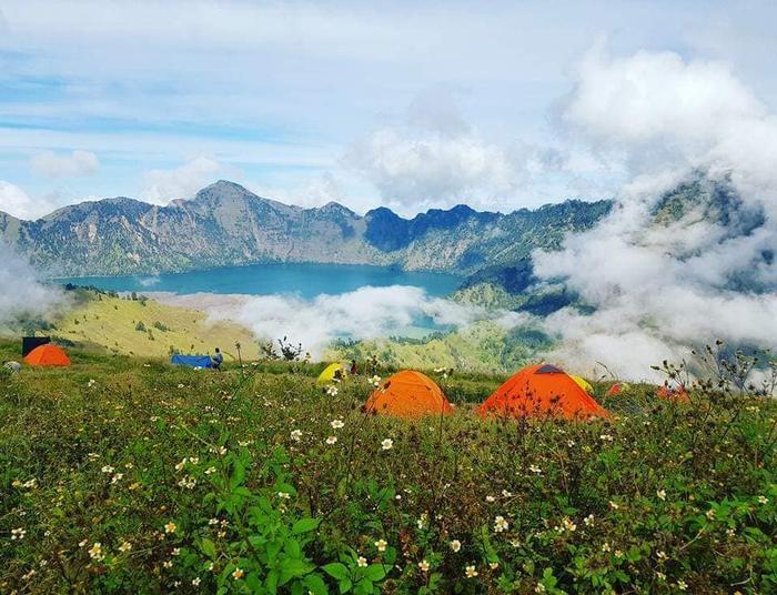 Cắm trại ở Vành núi lửa Sembalun.