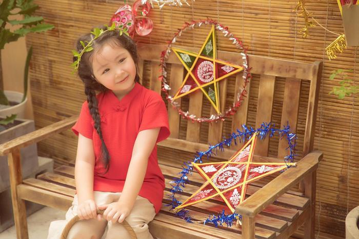 Elly Trần tung bộ ảnh đón Trung Thu đẹp như mơ bên 2 thiên thần nhỏ ảnh 6