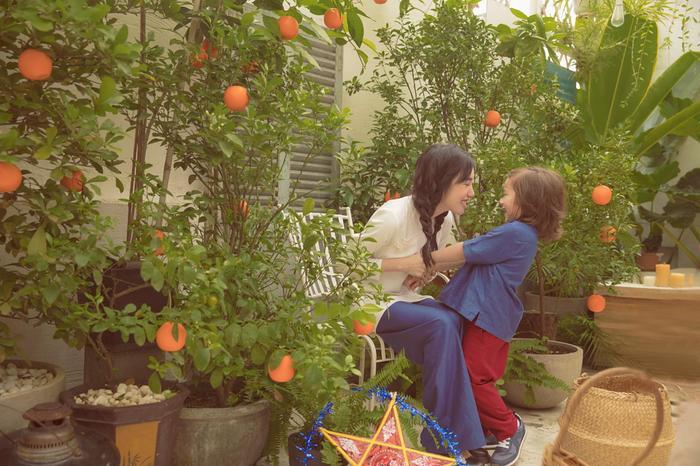 Elly Trần tung bộ ảnh đón Trung Thu đẹp như mơ bên 2 thiên thần nhỏ ảnh 5
