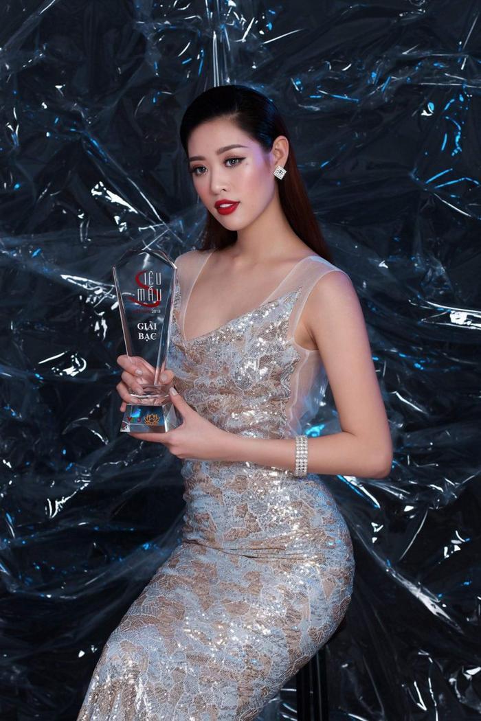 Với gương mặt đẹp, kỹ năng tốt, Khánh Vân đã xuất sắc giành danh hiệu giải Bạc Siêu mẫu Việt Nam 2018.