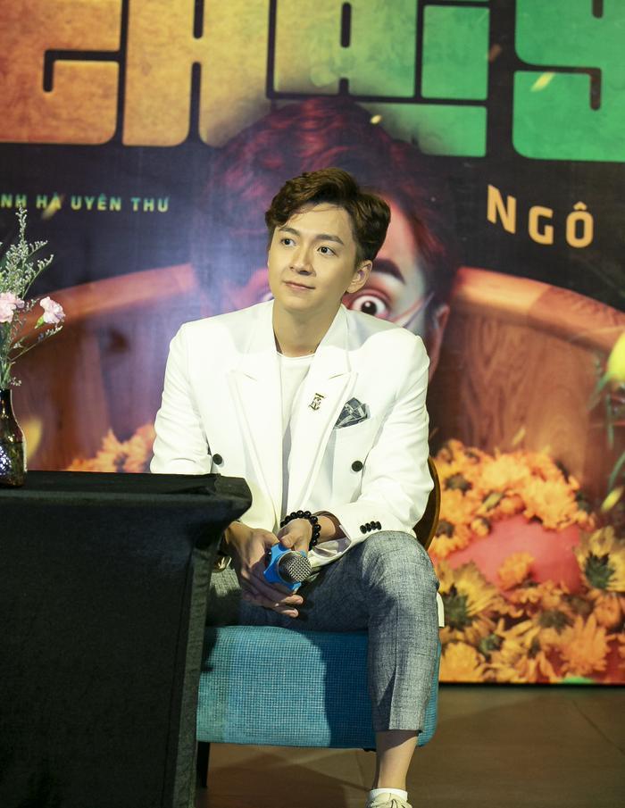 Tuy nhiên, Ngô Kiến Huy cũng thẳng thắn cho biết đây là sản phẩm kỷ niệm nên xuất hiện những khách mời đặc biệt như vậy còn ở MV sau sẽ là sự tham gia của những nhân vật phù hợp khác.