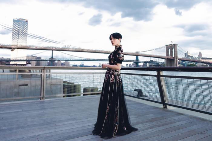 Hồng Xuân luôn biết cách mang nét Á Đông đến với New York Fashion Week Minh Tú diện áo bra cách điệu khoe vòng 1 nóng bỏng tại New York Fashion Week