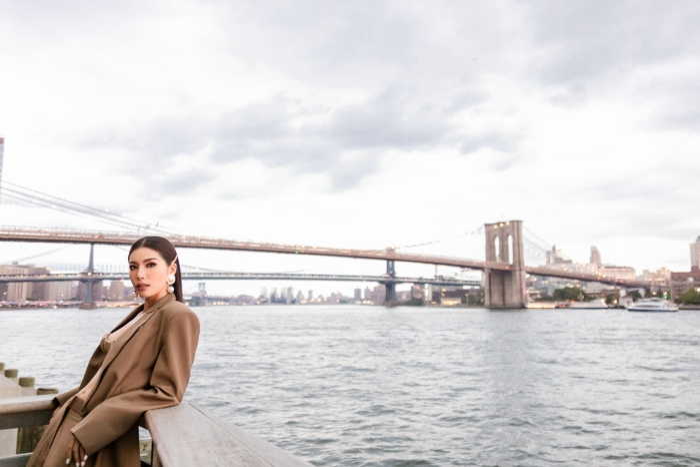 Minh Tú diện áo bra cách điệu khoe vòng 1 nóng bỏng tại New York Fashion Week ảnh 7 Minh Tú diện áo bra cách điệu khoe vòng 1 nóng bỏng tại New York Fashion Week