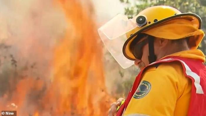 Lính cứu hỏa ở Úc đang phải chiến đấu với hơn 60 đám cháy lớn.