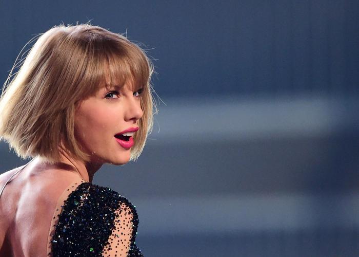 Lover và You Need To Calm Down của Taylor Swift mất hút trên BXH tuần này.