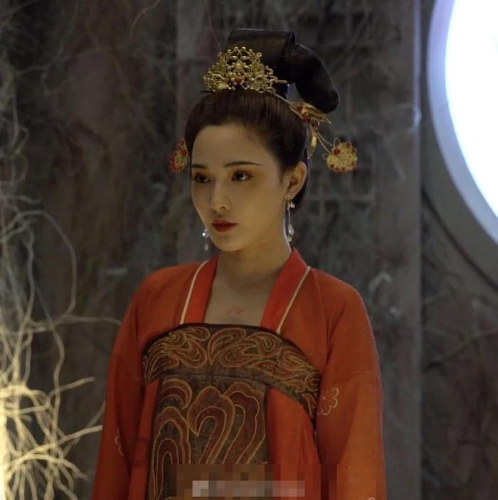 Gà cưng của Phạm Băng Băng  Bành Tiểu Nhiễm xinh đẹp trong tạo hình Dương Quý Phi ảnh 3