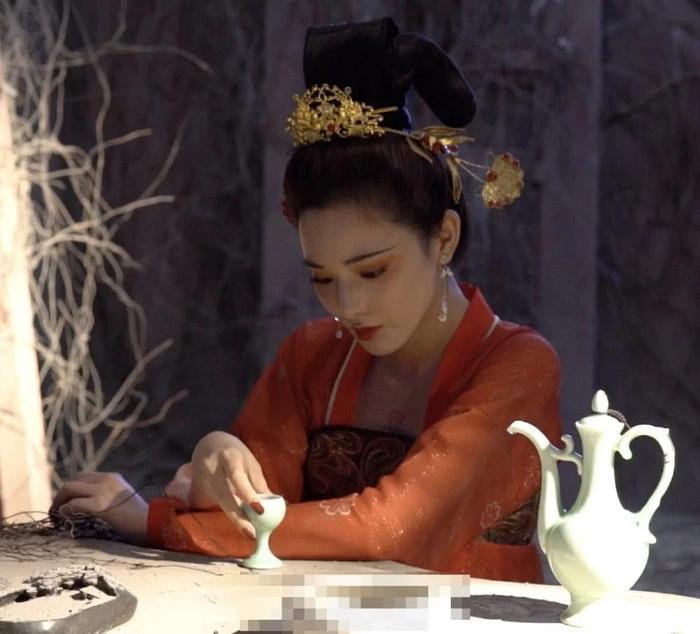 Gà cưng của Phạm Băng Băng  Bành Tiểu Nhiễm xinh đẹp trong tạo hình Dương Quý Phi ảnh 6