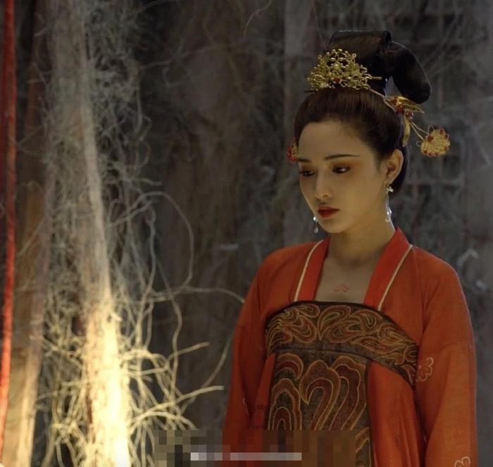 Gà cưng của Phạm Băng Băng  Bành Tiểu Nhiễm xinh đẹp trong tạo hình Dương Quý Phi ảnh 5