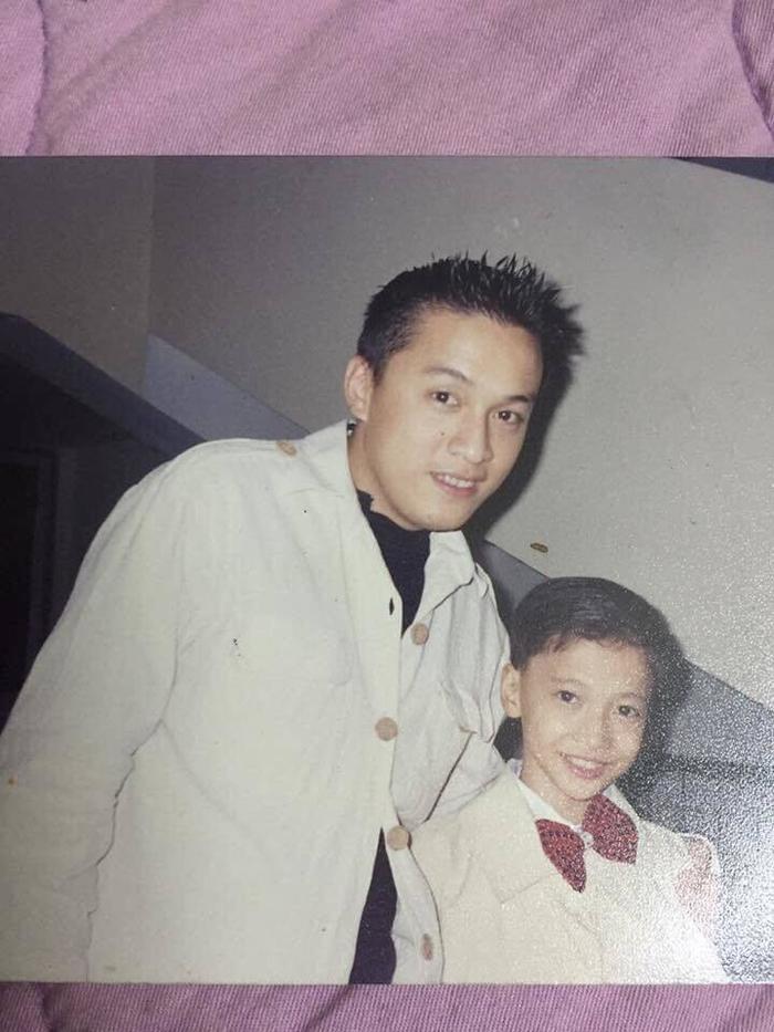Nam ca sĩ Lam Trường S.T Sơn Thạch thời đi học, chụp chung cùng Đan Trường, Mỹ Tâm, Quang Vinh…