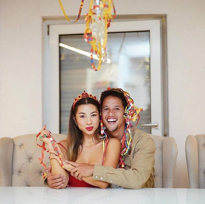 Tiền đạo Irfan Bachdim hẳn sẽ rất may mắn khi sở hữu cô vợ vô cùng xinh đẹp có tên Jennifer Jasmin Kurniawan.