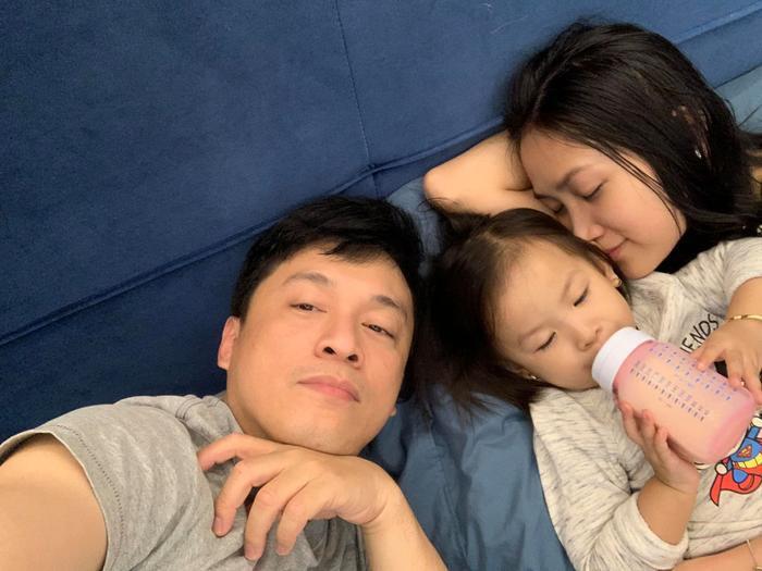 Bà xã Lam Trường khoe ảnh gia đình hạnh phúc với chồng và con gái cưng ảnh 4