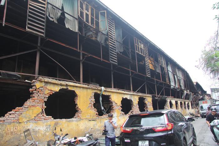 Một góc nhà kho công ty Rạng Đông tan hoang sau cháy lớn.