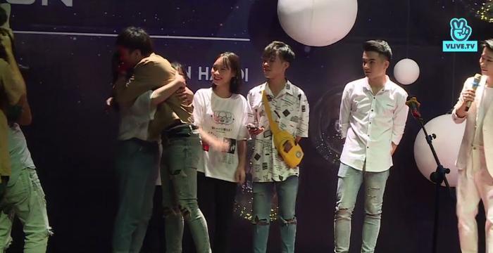Soobin Hoàng Sơn tiết lộ suýt bị lạc khi đi chơi trung thu trong buổi fan meeting tại Hà Nội ảnh 4