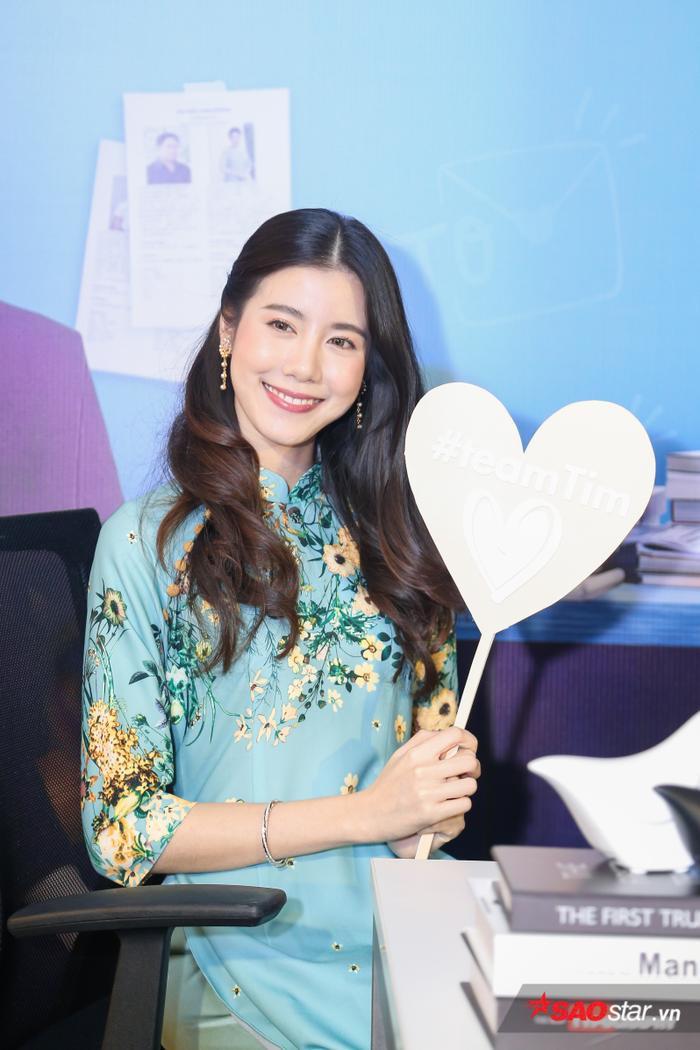Esther Supreeleela diện áo dài cực đẹp, đội thêm nón lá khi giao lưu với fan Việt Nam ảnh 5