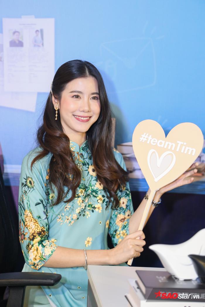 Esther Supreeleela diện áo dài cực đẹp, đội thêm nón lá khi giao lưu với fan Việt Nam ảnh 2