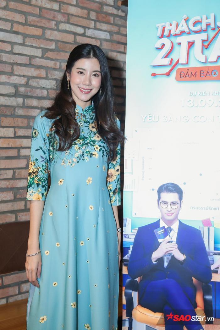 Esther Supreeleela diện áo dài cực đẹp, đội thêm nón lá khi giao lưu với fan Việt Nam ảnh 7