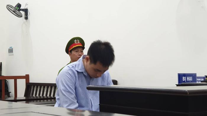 Nguyễn Trọng Trình cúi đầu tại phiên toà.
