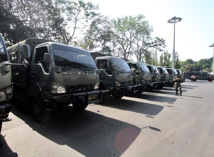 Lực lượng an ninh được bố trí xung quanh sân vận động, đề phòng bất cứ sự cố nào có thể xảy ra. Ước tính, có hơn 400 cảnh sát và nhân viên an ninh đã được huy động cho trận đấu giữa Thái Lan – Indonesia.