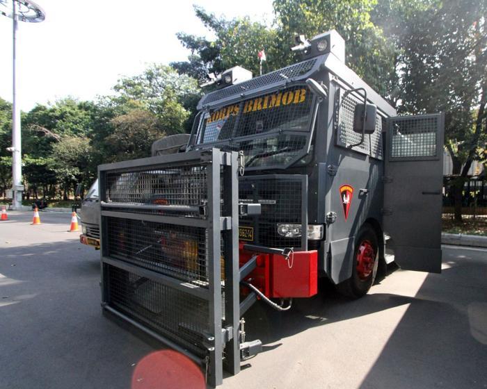 Được biết, ĐT Thái Lan phải rời sân vận động bằng xe bọc thép theo yêu cầu của BTC trận đấu.