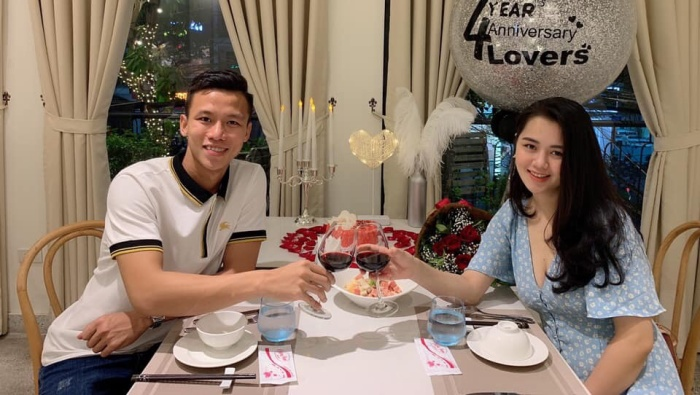 """Quế Ngọc Hải và Thuỳ Phương là một trong những cặp đôi """"vàng"""" của bóng đá Việt Nam. Ảnh: NVCC"""