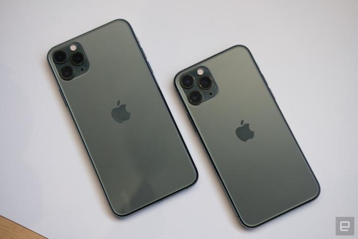 Giống như iPhone 11, bộ đôi iPhone 11 Pro và iPhone 11 Pro Max mới không có quá nhiều thay đổi về thiết kế so với thế hệ tiền nhiệm iPhone Xs và Xs Max.(Ảnh:Engadget)