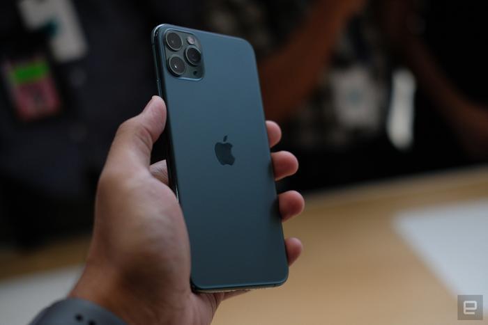 """iPhone 11 cũng đánh dấu lần đầu tiên một thiết bị của Apple trang bị một cảm biến với ống kính góc siêu rộng, cho trải nghiệm chụp ảnh """"sướng"""" hơn bao giờ hết.(Ảnh:Engadget)"""