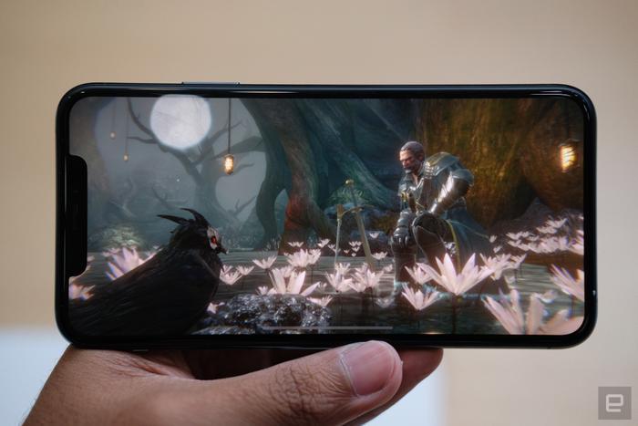 Tương tự iPhone 11, iPhone 11 Pro và Pro Max cũng được trang bị chip A13 Bionic.(Ảnh:Engadget)