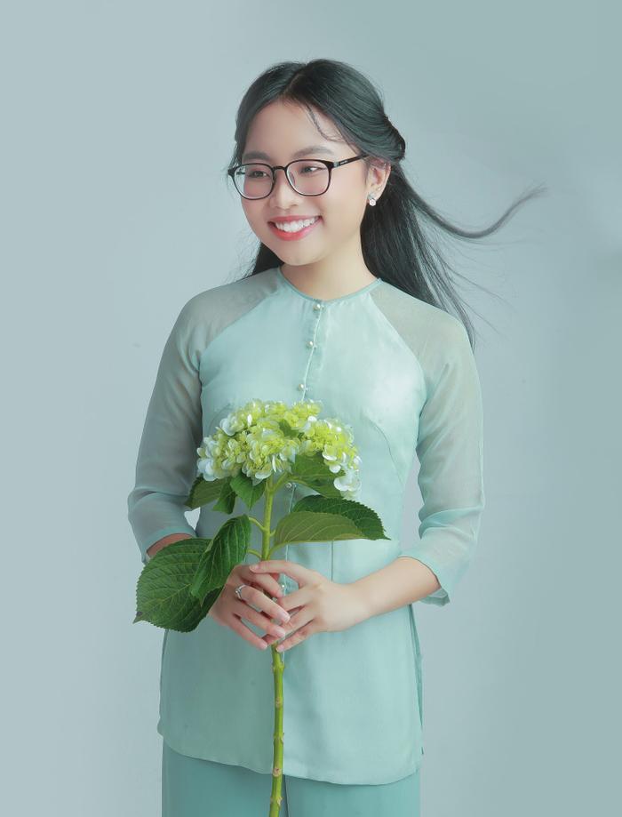Cô bé rụt rè tại sân khấu Giọng hát Việt nhí năm nào nay đã xinh đẹp và trưởng thành hơn rất nhiều.