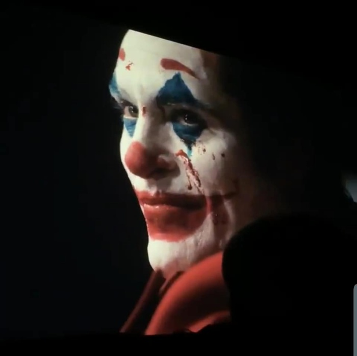 Joaquin Phoenix đã hóa thân quá xuất sắc vào vai một Joker điên ngầm và không tiếc tay giết chóc.